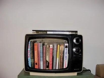 Old-tv-bookshelf