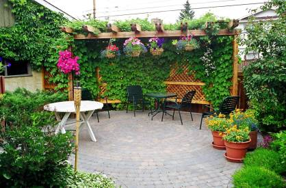 Pergola-with-potted-plants-decor-80333