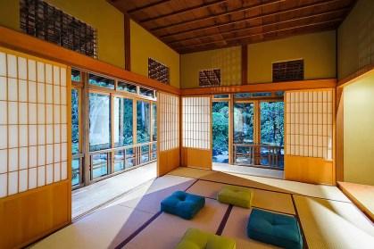 Shoji-Bildschirme-sind-ein-absolutes-Muss-für-den-fabelhaften-asiatischen-Meditationsraum
