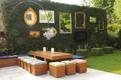 Vintage-mirror-wall-facing-outdoor-table-and-chairs-66720