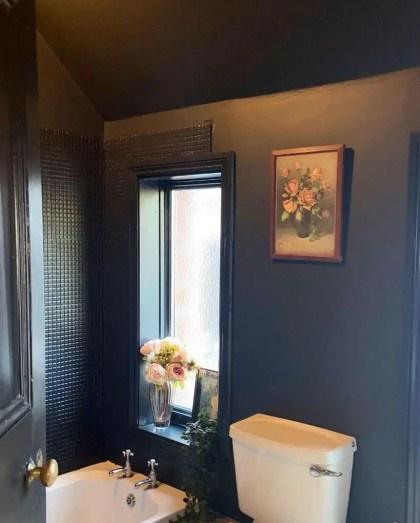 Deckenfarbe-kleine-Badezimmer-Farbideen-umziehen.to_.the_.darkside