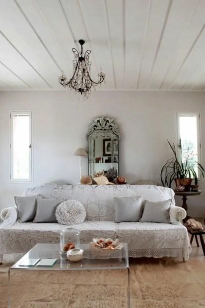 Cheap-sofa-cover-ideas-vintage-lace-sheets-decorative-pillows
