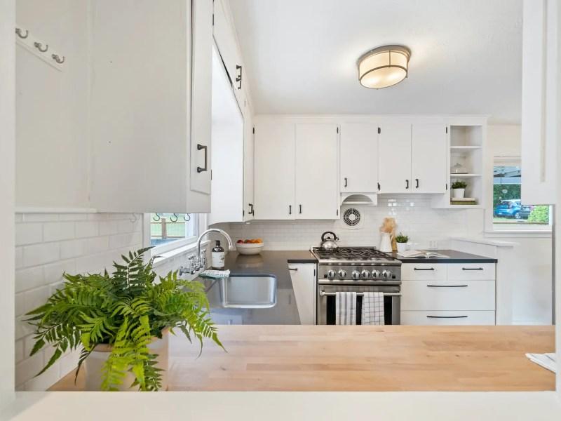 Contemporary-decor-modern-kitchen