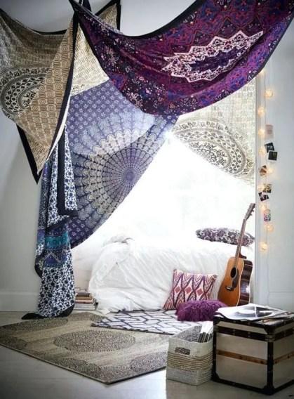 Stilvolle-Wandteppich-Schlafzimmer-Designs-mit-Bohème-Vibes