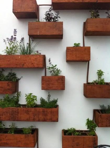 Wand-Holzkisten-Wohnwand-Pflanzgefäß-Ideen-Home-Garten-Ideen