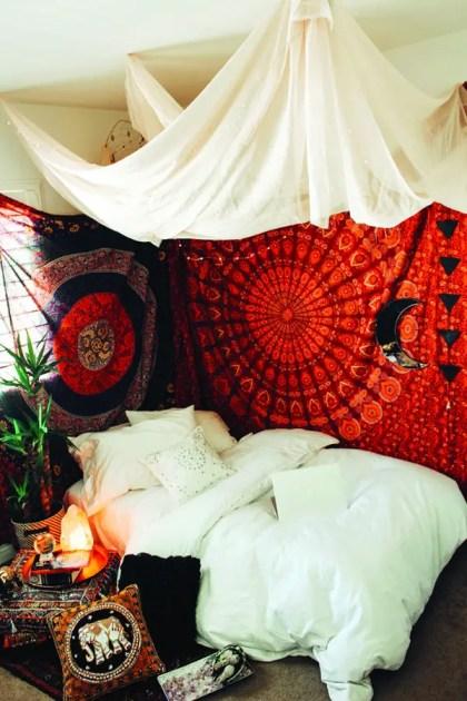 Weiß-rote-Tapeten-Schlafzimmer-Stile