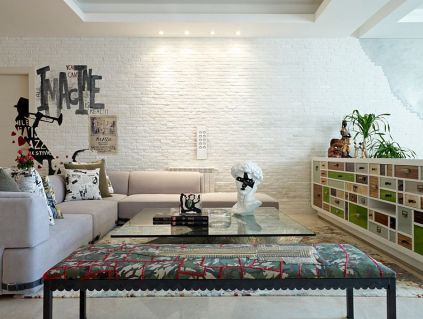 White-brick-wall-is-a-favorite-among-contemporary-homeowners-looking-for-textural-contrast