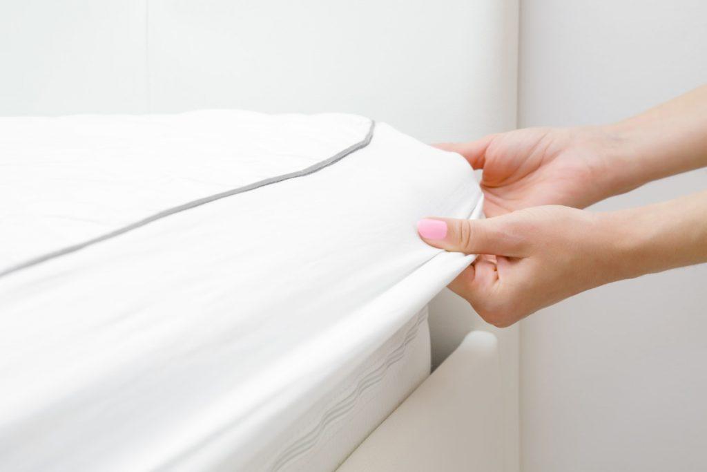 Riposare in un letto troppo duro compromette la naturale curvatura della colonna vertebrale; La Fodera Del Materasso Guida Alla Scelta Materassi Valsecchi