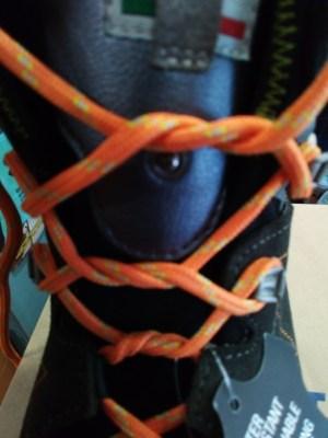 como atarse las botas y evitar rozaduras en los talones paso 4
