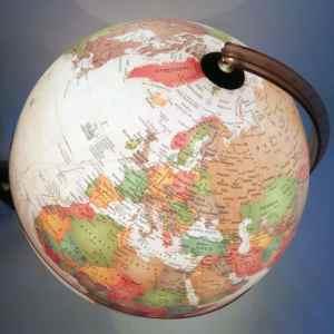 Glob geografic pamantesc iluminat Discovery 13