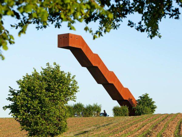 "alt=""landart-design-belgio-vlooybergtower-closetobone"""