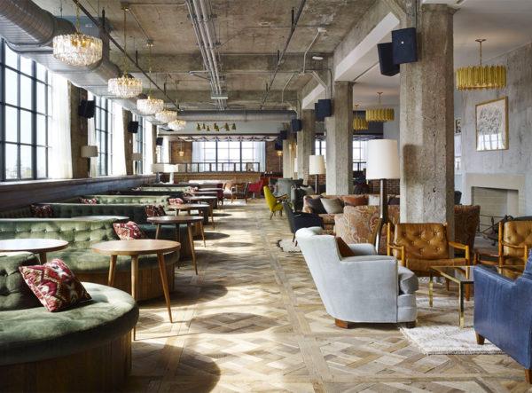 """alt=""""lostileindustrialeera nell'interiordesign-design-chicago-stileindustriale-clubhouse"""""""