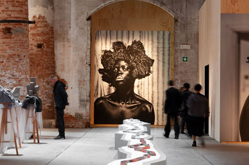 "alt=""Donne, arte e architettura -Biennale d'Arte di Venezia 2019 -Zenele Muholi"""