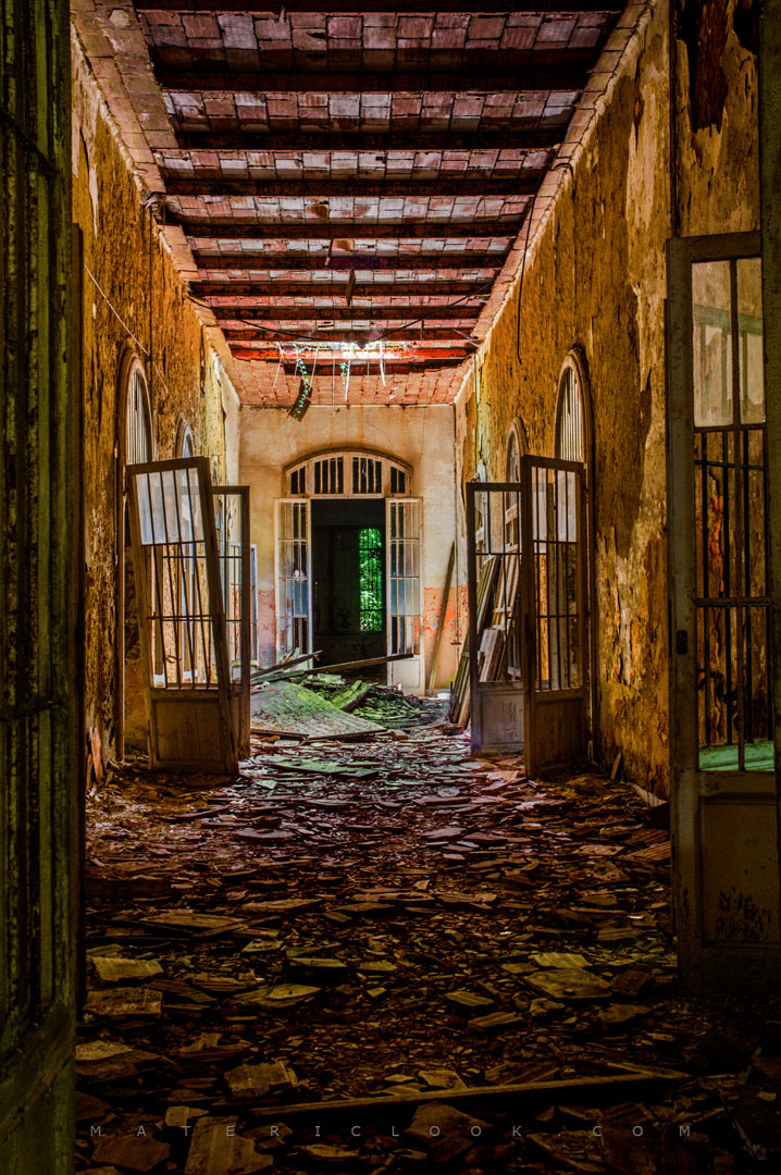 MatericLook: MossyCorridor - urbex wallpaper art 3d graphics by Francesco Perratone