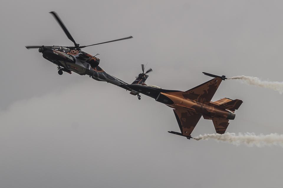 Radom Airshow Apache F-16 Demo Team 2013