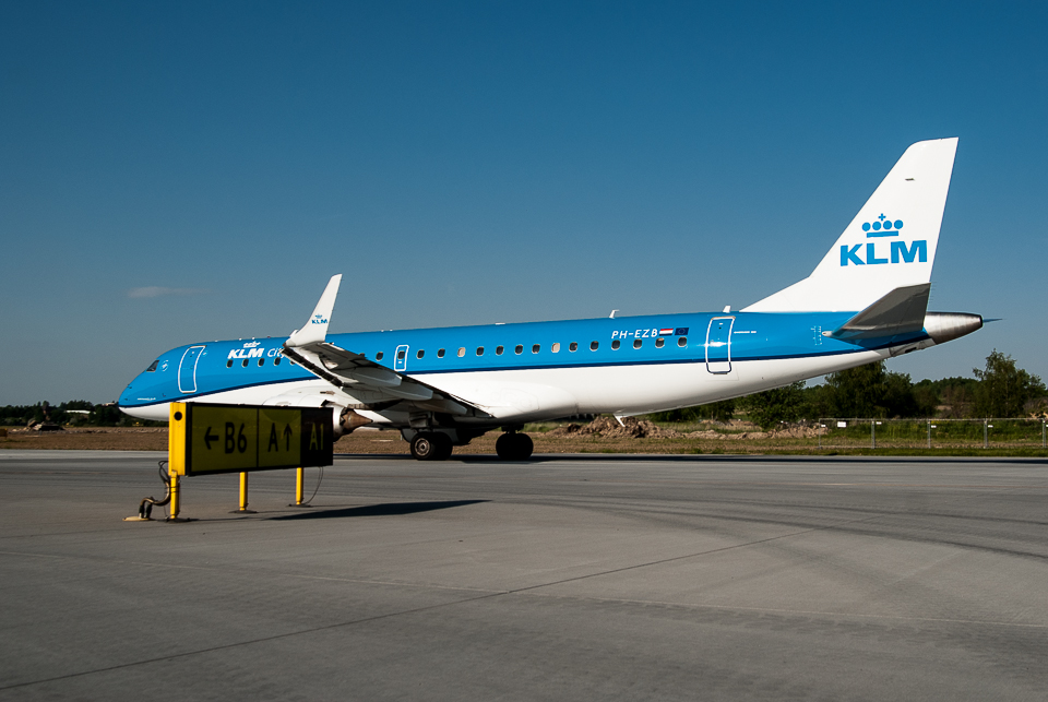 KLM Embraer 190 Krakow Airport PH-EZB