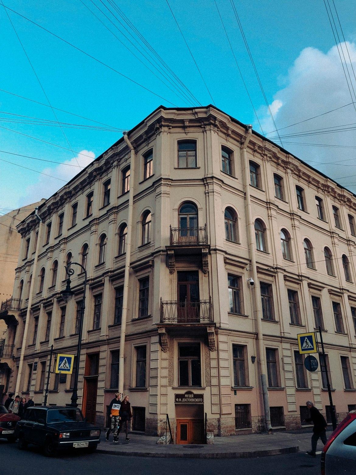 Prédio onde Dostoiévski morou de 1878 até sua morte em 1881. (Foto: Arquivo pessoal/setembro de 2019).