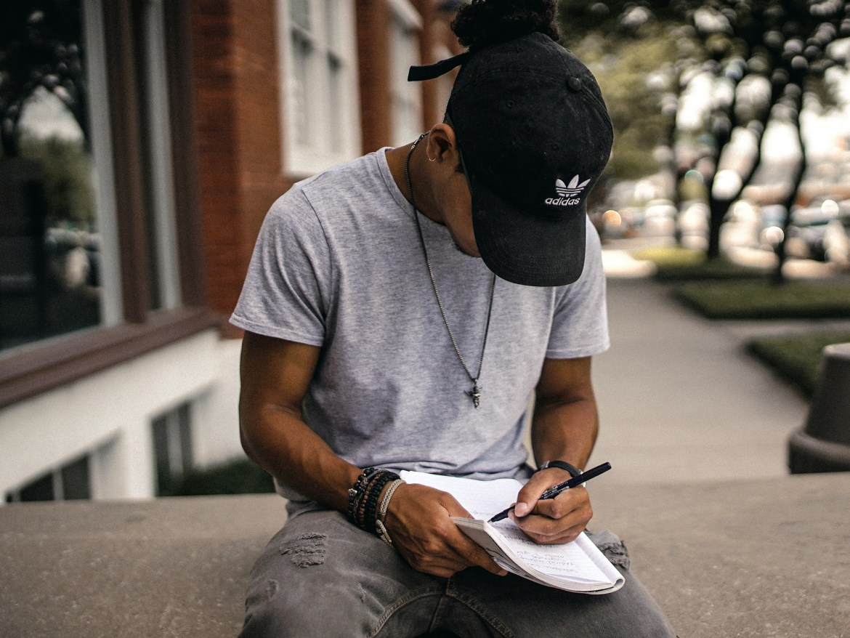 Escrita criativa: destrave seu lado escritor com essas 5 dicas simples