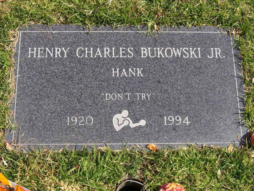 Lápide de Bukowski. Créditos: https://bukowski.net/photos/