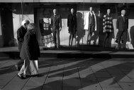 old_couple_vitrine_moderne