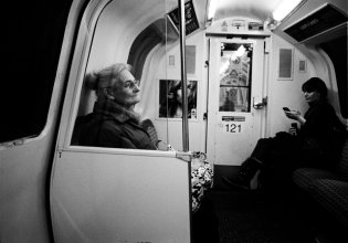 woman_in_subway