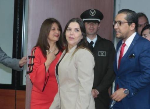 Condenan a María Alejandra Vicuña a un año de prisión por concusión