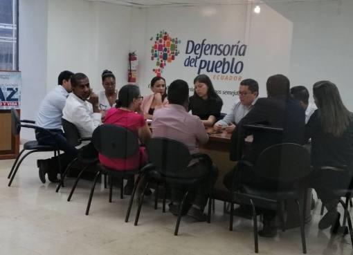 Funcionarios del INEVAL y de la Denfesoría del Pueblo mantiene reuniones para analizar las denuncias sobre la filtración del examen Ser Bachiller. FOTO: El Universo