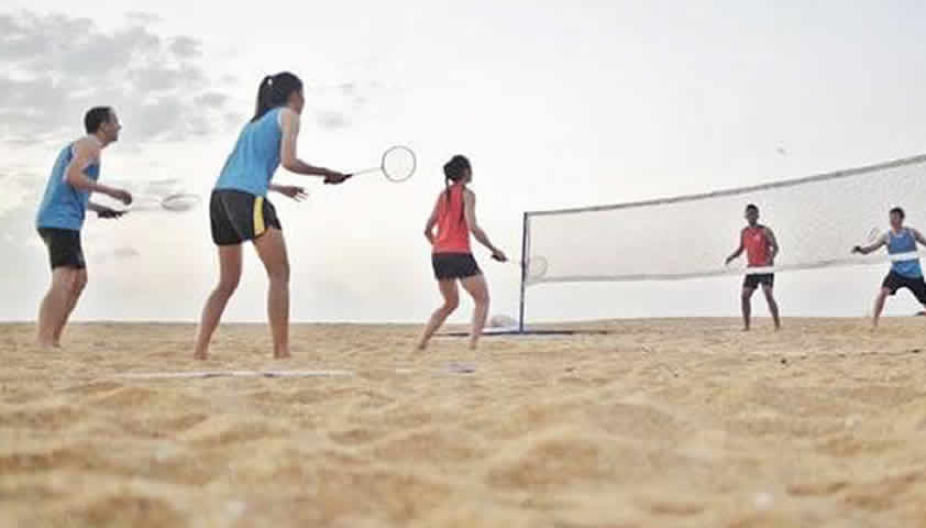 Badminton au dehors en plein air : C'est désormais ...