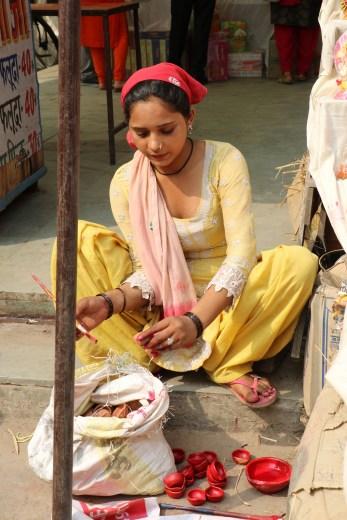 Diwali, diya-kuppien maalausta