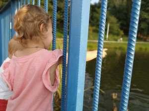 zalew kielce dzieci na molo