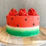 Lys sjokoladekake med smørkrem med hvit sjokolade og kremost