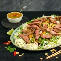 Thai biffsalat med peanøttsaus