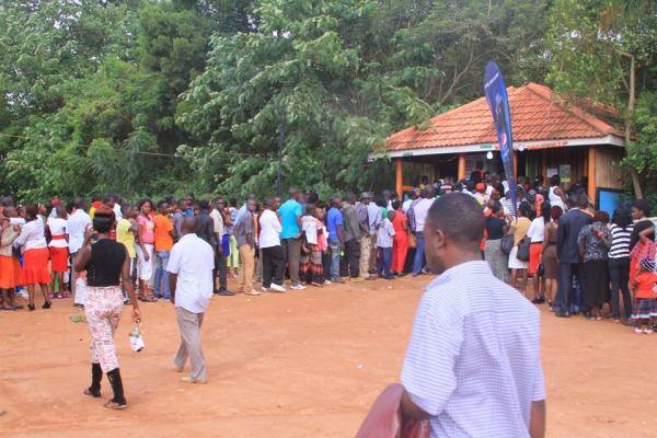The long queues outside the Kiwatule gates.