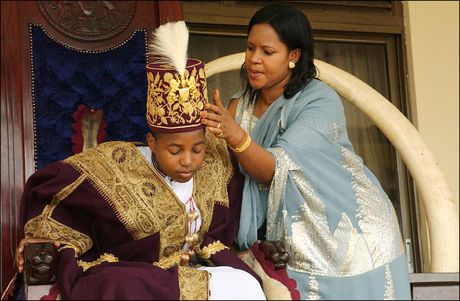 Oyo and Queen Mother Best Kemigisa are accused of selling kingdom land for personal benefit.