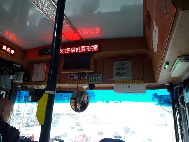 А это внутригородской автобус оборудованный бесплатным Wi-Fi.