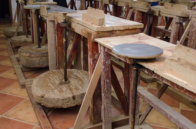 Tanti Valerica le transmite și copiilor arta olăritului