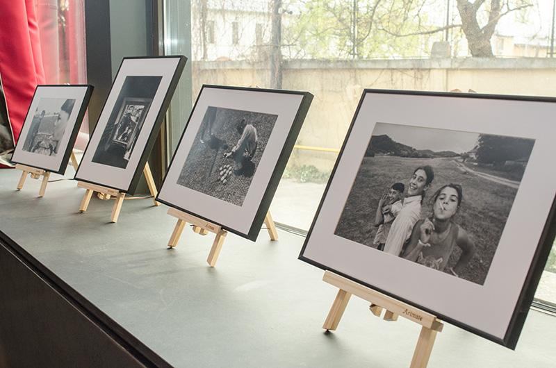 Cei doi fotografi au surprins imagini extrem de expresive în comunitățile unde oina mai este practicată