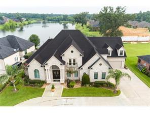 Property for sale at 203 Arrowhead Drive, Lake Jackson,  Texas 77566