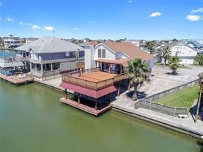 Property for sale at 1711 W Castaway Street, Tiki Island,  Texas 77554