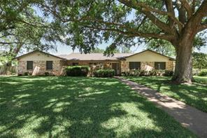 Property for sale at 110 Oyster Bend Lane, Lake Jackson,  Texas 77566