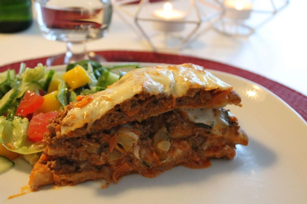 Köttfärs- och grönsaksfylld varm smörgåstårta – stor varm macka