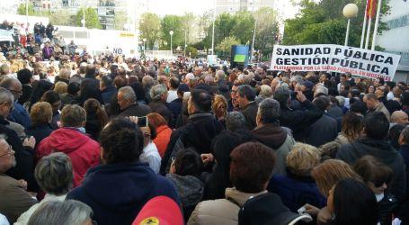 La movilización obliga a Sánchez-Martos a dar un paso atrás: el Hospital de Móstoles, de momento, no se toca