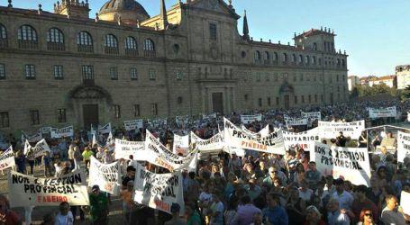 Miles de personas rechazan en la calle la reforma sanitaria que ultima Feijóo