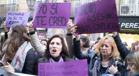 """Una 'manada feminista' clama en Madrid contra el cuestionamiento de la víctima de Sanfermines: """"Yo sí te creo"""
