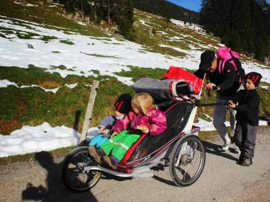 Kinderwagen als Aufstiegshilfe