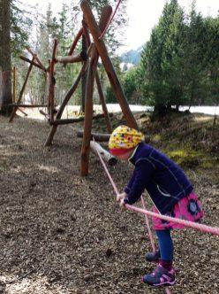 Kletterstation_Familienwanderung_Burmi-Erlebnisweg_Kleinwalsertal