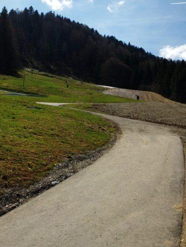 unromantischer-Skipisten-Teeranstieg-Hündle-Bergbahn