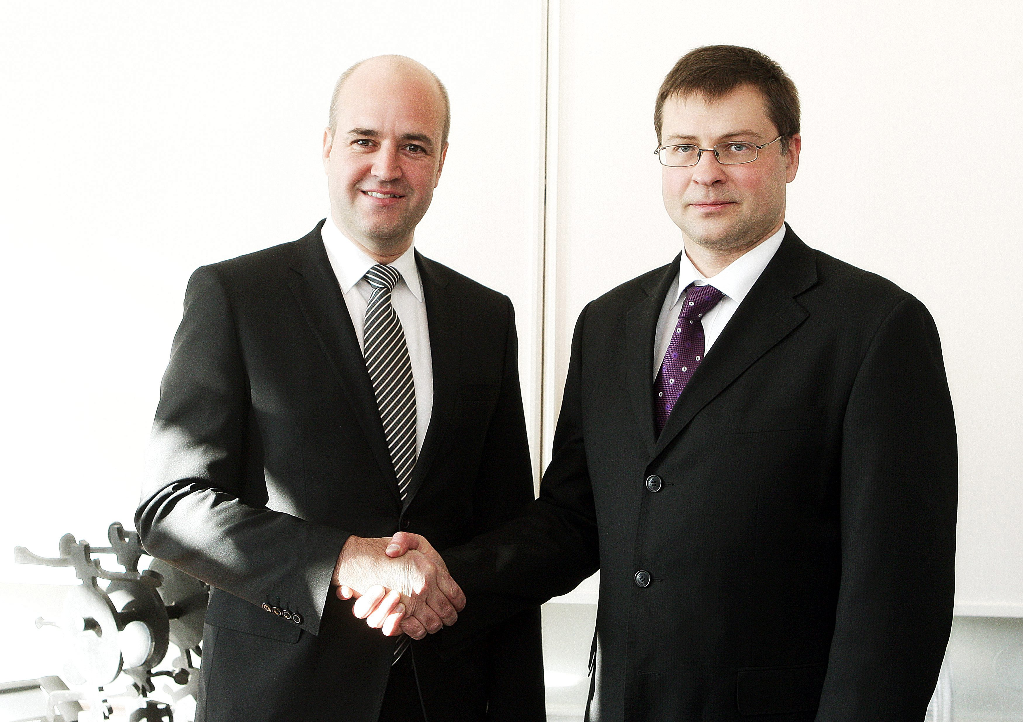 Not as friendly as it seems. Swedish Prime Minister Fredrik Reinfeldt and Latvian Prime Minister Valdis Dombrovkis. Photo: Gunnar Seijbold/Swedish Government Offices