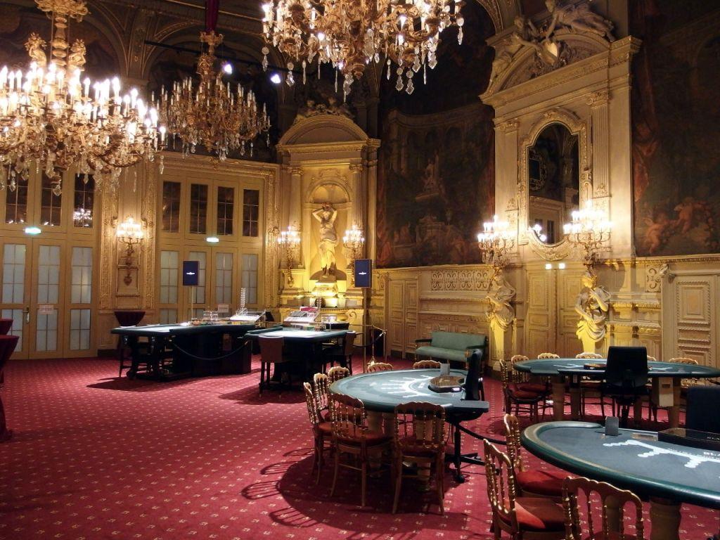 歴史を感じさせる豪華な広間。ロシアの文豪 ドストエフスキーもこのカジノで遊んだという。入場者は年間60万人を越える。バーデン=バーデン © Matsuda Masahiro