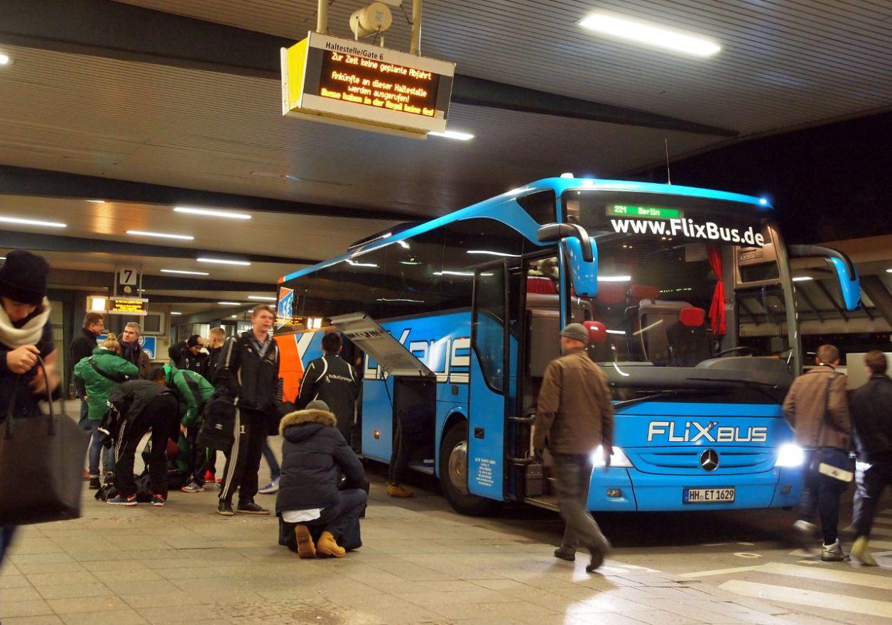 ベルリンのターミナルに到着した格安高速バス © Matsuda Masahiro